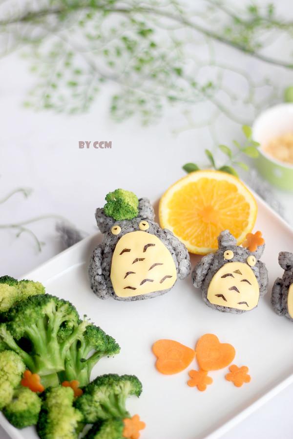 龙猫三文鱼芝士饭团成品图