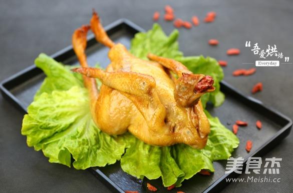 美味烤全鸡成品图