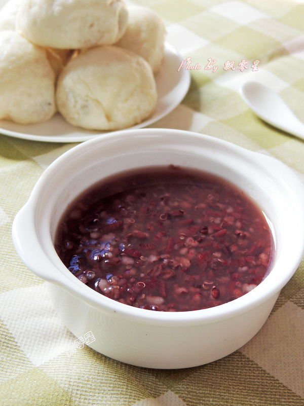 藜麦紫米粥成品图