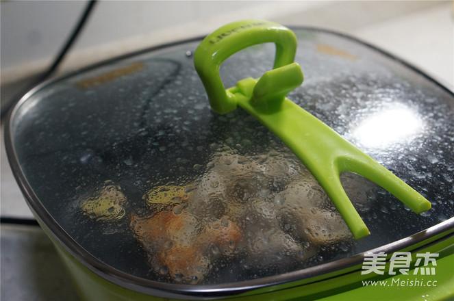 土豆焖鸡翅的简单做法