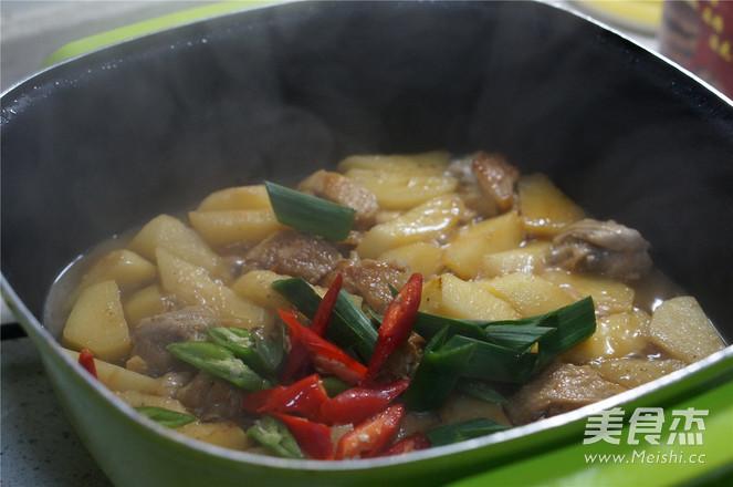土豆焖鸡翅怎么煮
