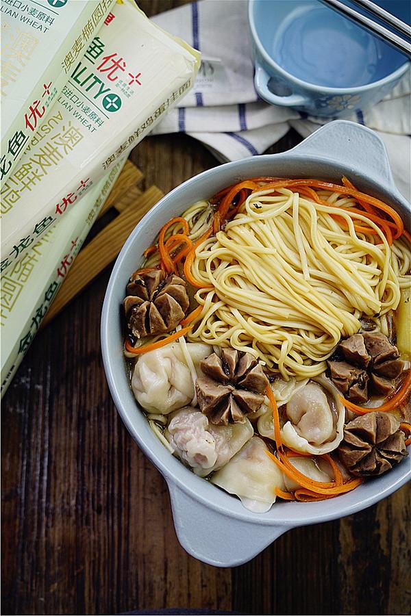 肉丸馄饨汤面成品图