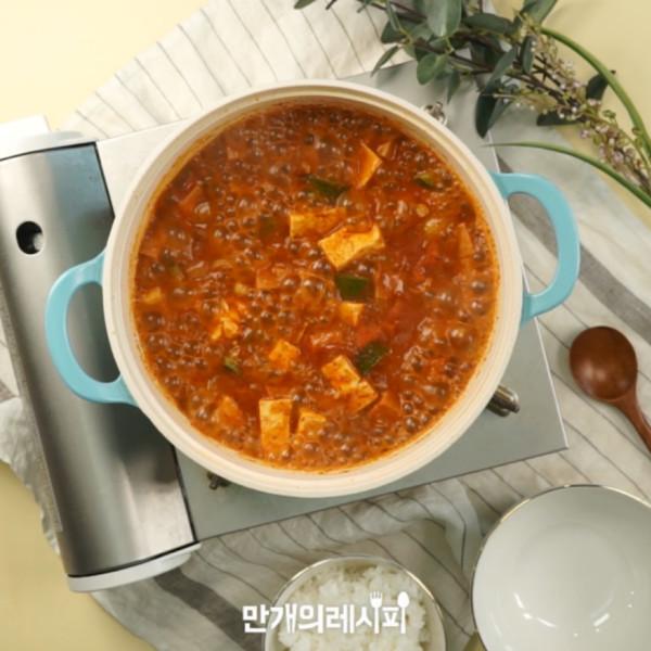 韩式猪肉炖豆腐汤成品图