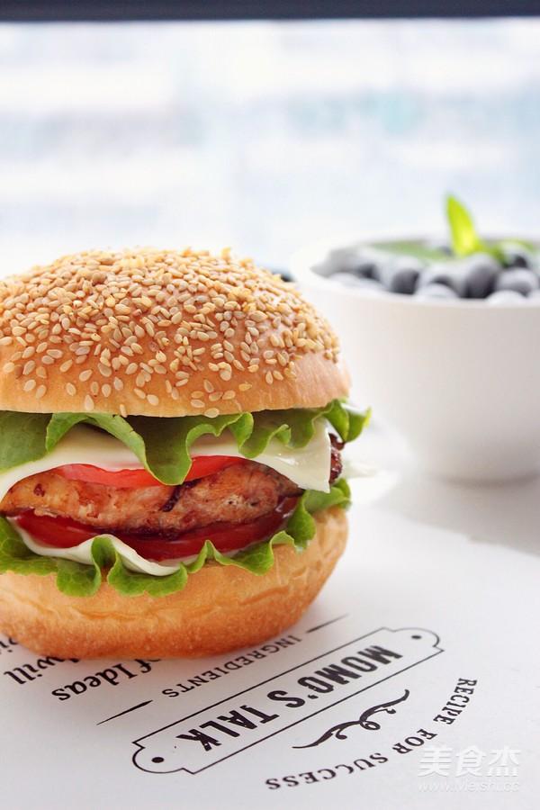 黑椒鸡肉汉堡成品图