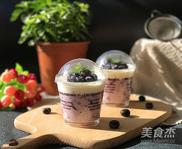 蓝莓酱奶油杯成品图