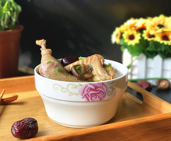 香菇红枣炖鸡汤成品图