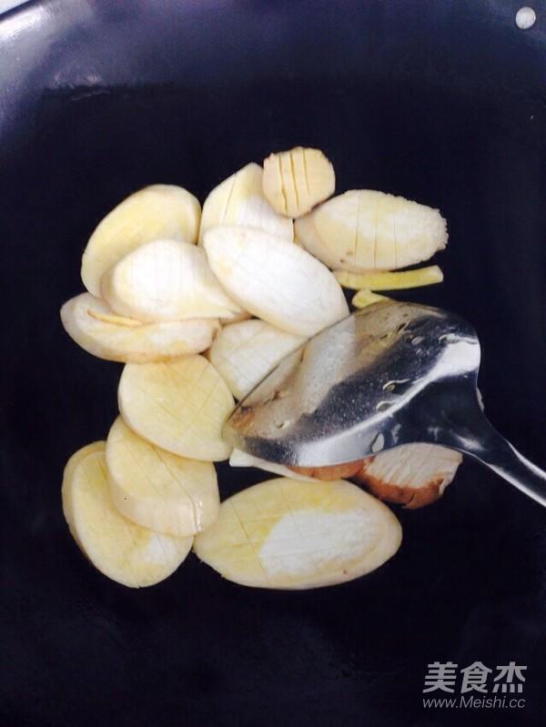 柿子椒杏鲍菇炒菠萝怎么做