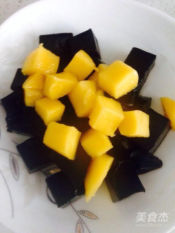 芒果黑凉粉成品图