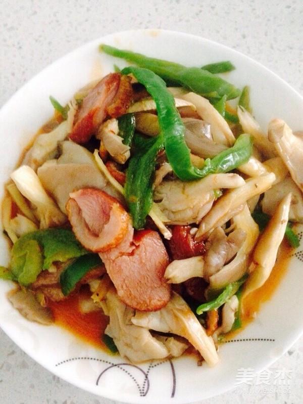 酸辣青椒平菇炒熏鹅肉成品图