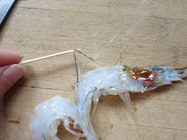 翘尾巴的金银蒜蓉开背虾的制作方法