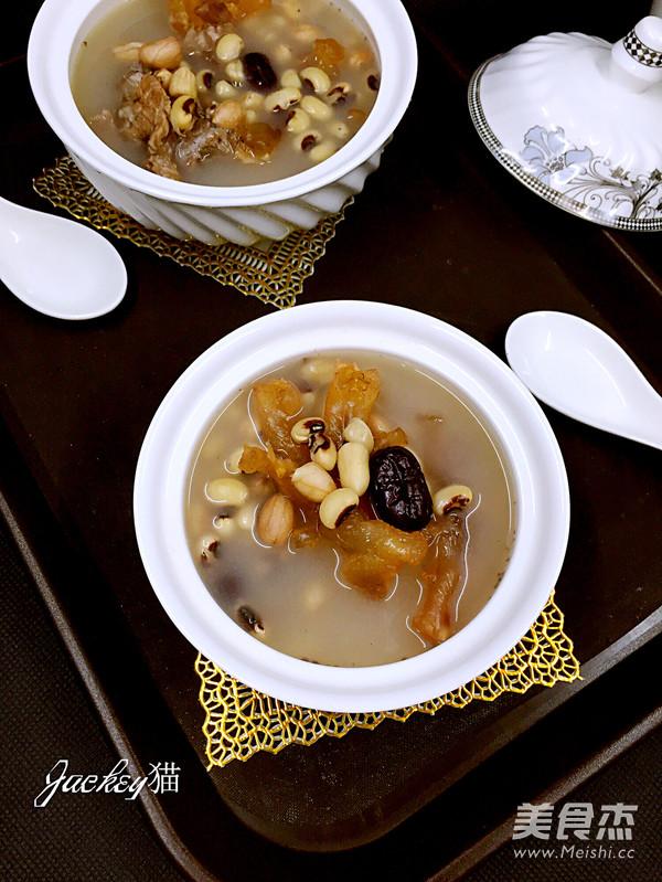 红枣花生眉豆猪脚筋汤成品图