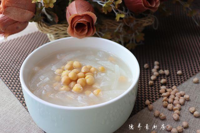 萝卜鹰嘴豆汤成品图