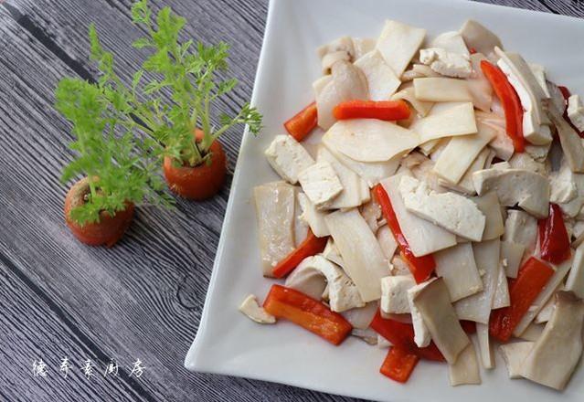 豆腐炒杏鲍菇成品图