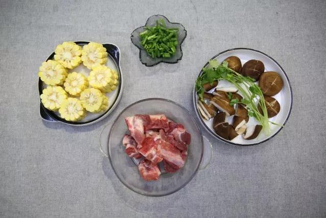 冬季养生-玉米猪骨汤的做法大全