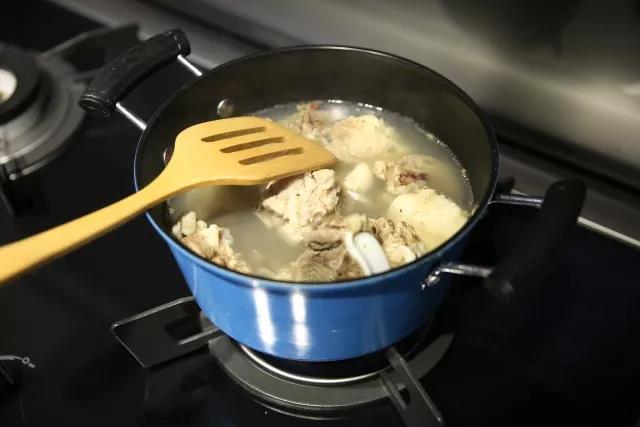冬季养生-玉米猪骨汤的家常做法
