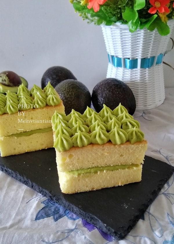 鳄梨夹心蛋糕成品图