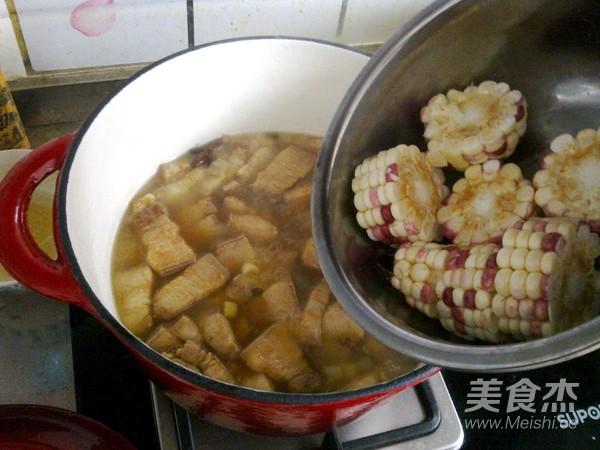 玉米炖五花肉怎么吃