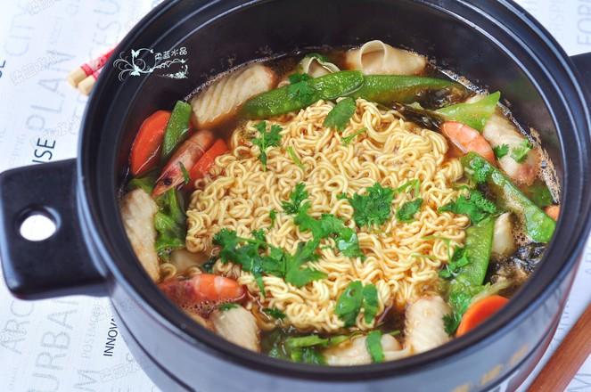 鲜虾蔬菜馄饨面成品图