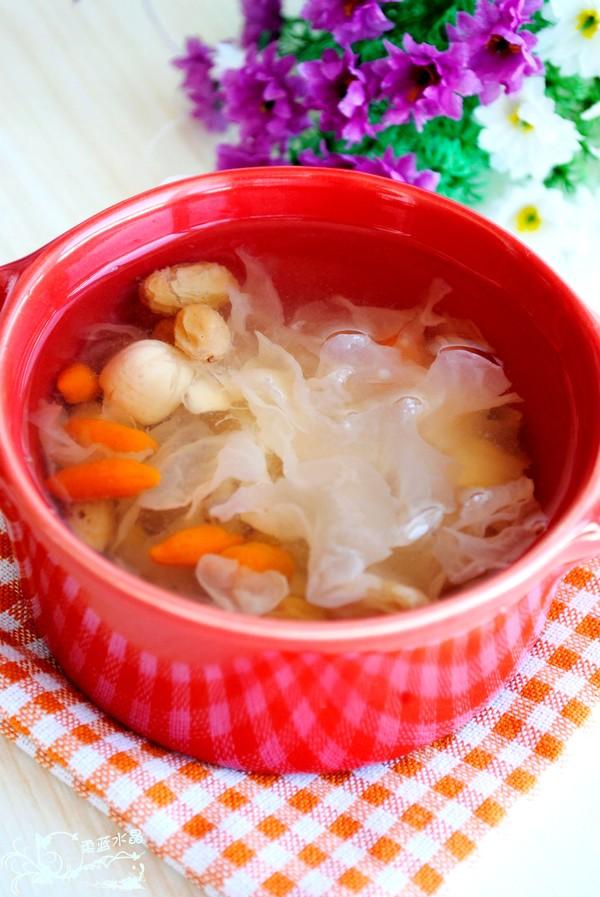 银耳莲子百合汤成品图