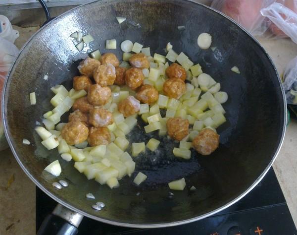 土豆烩丸子怎么吃