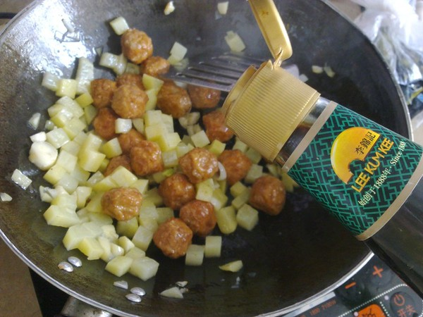 土豆烩丸子怎么做