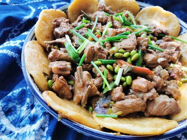 锅边馍馍—排骨烧毛豆的制作方法