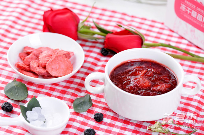 玫瑰冰糖草莓炖成品图