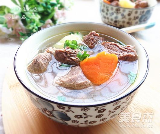 清炖牛肉汤成品图