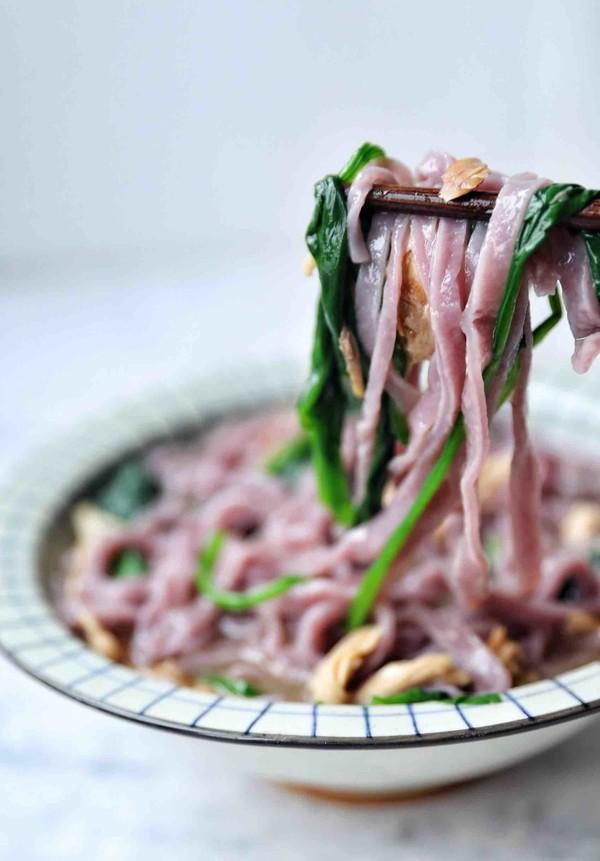 紫薯菠菜面条成品图