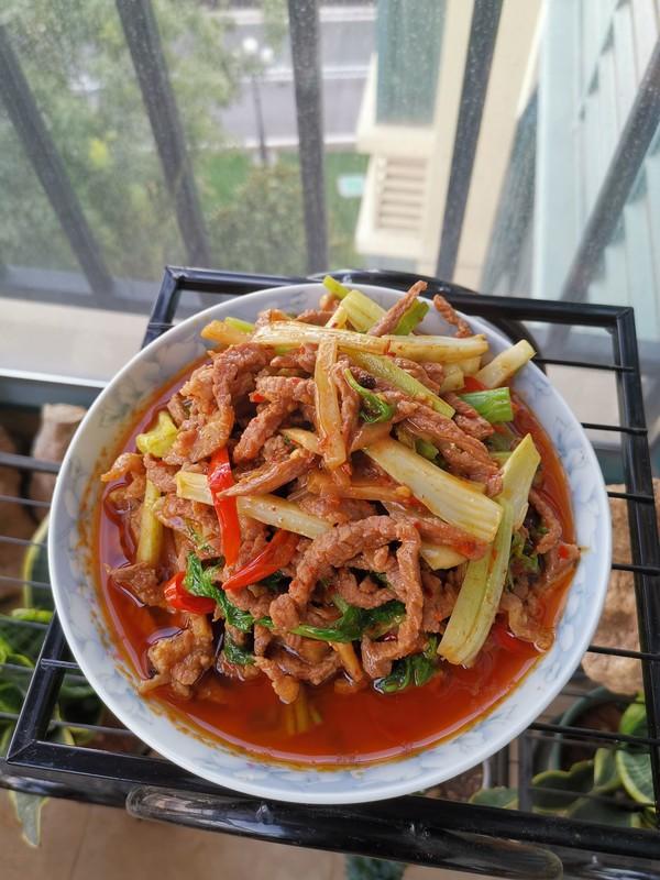 豆瓣芹菜炒牛肉成品图