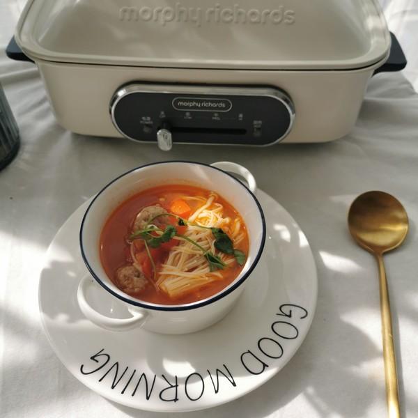 西红柿金针菇肉丸汤成品图