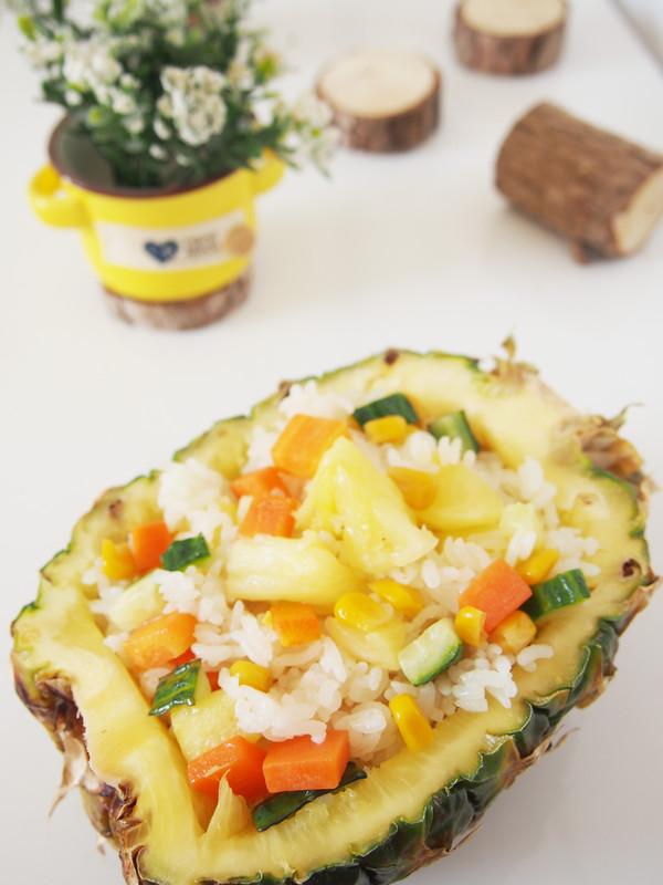 多彩菠萝饭成品图