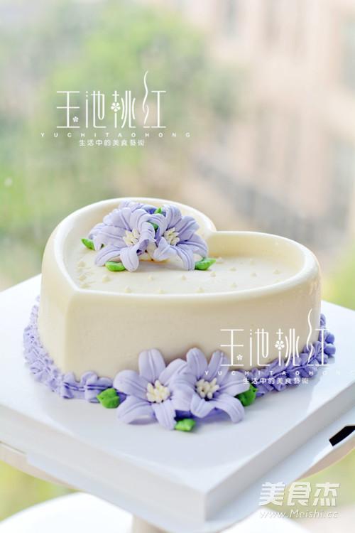 百合花慕斯蛋糕成品图