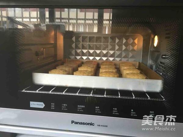 广式蛋黄莲蓉月饼怎样做