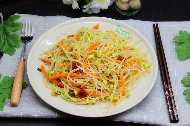 泡菜炒豆芽成品图